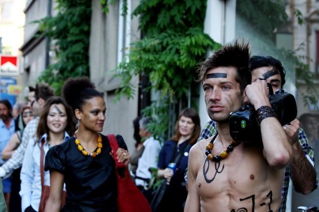 Urban-Warrior: Kriegsbemalt & nacktgezupft