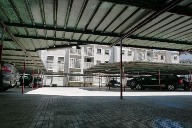 Luxuriöse Parkplätze am Schatten in Benidorm