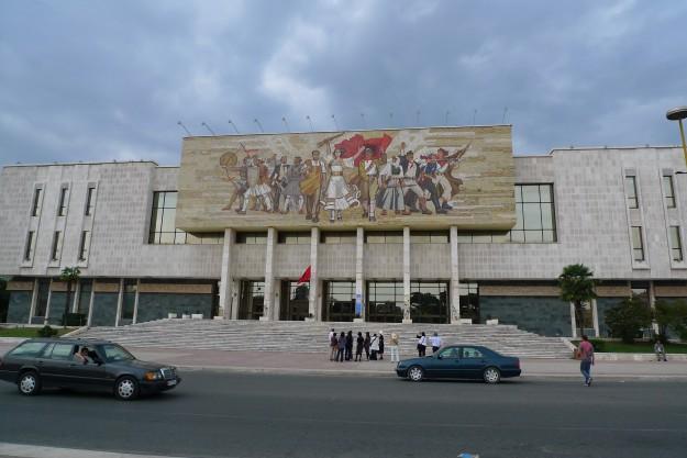 Heroisches Volk Tirana