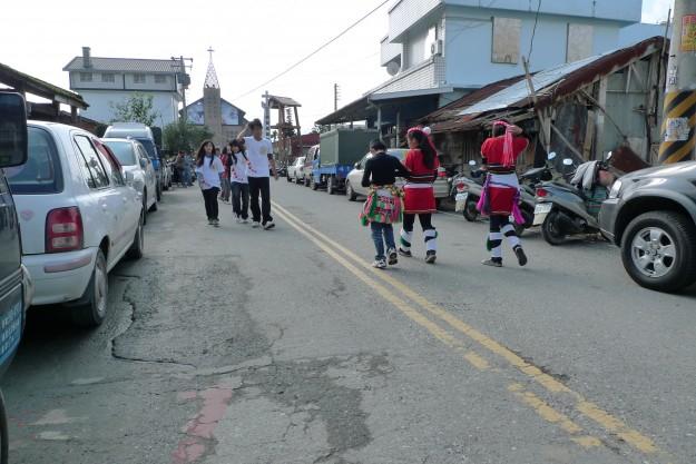 Auf dem Weg zum weihnachtlichen Dorftheater